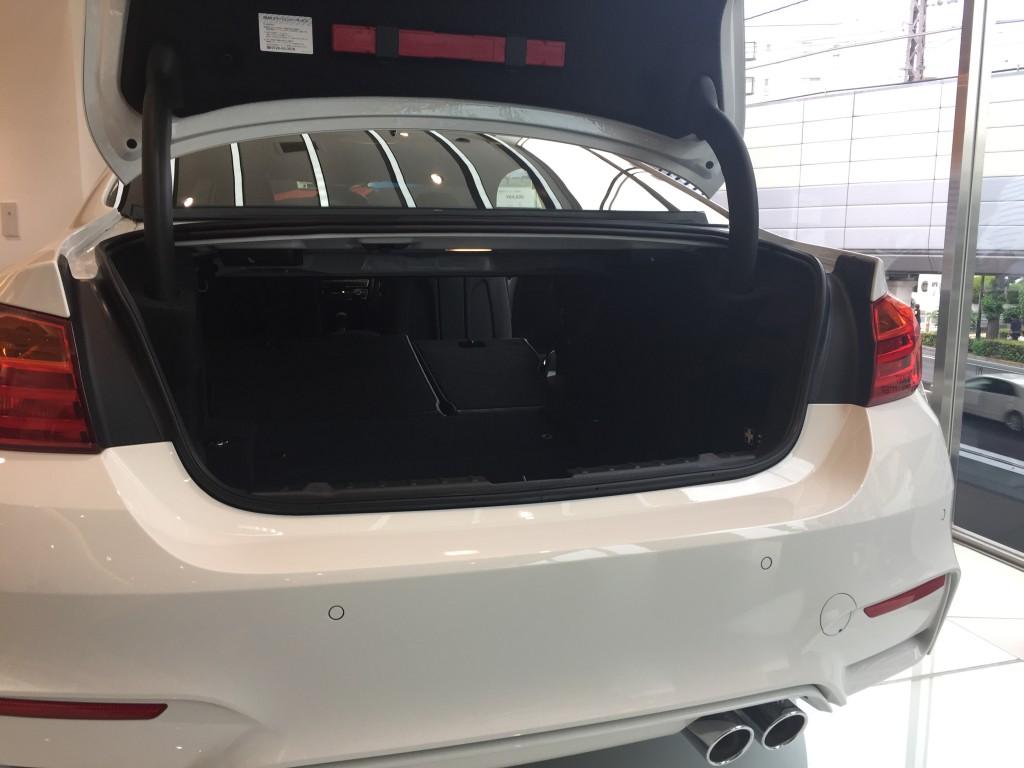 BMW M4のトランク