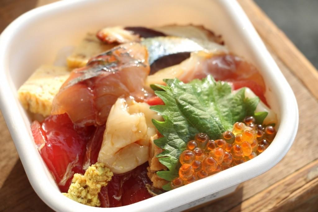 海鮮丼 700円