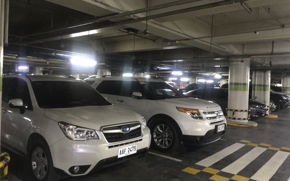 アヤラモールの駐車場